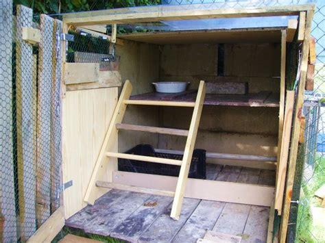 interieur d un poulailler mon poulailler fait en r 233 cup et en urgence gallinette net pour le bien 234 tre de nos poulettes