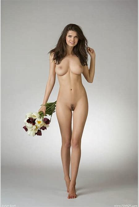 Mujeres Guapas Desnudas: Linda flor desnuda