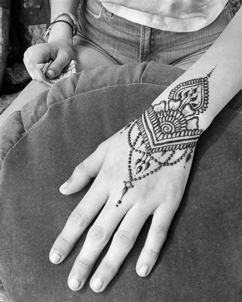 Come get Henna from me today at Alameda Summer Art Fair. Artist's special starts… | Henna