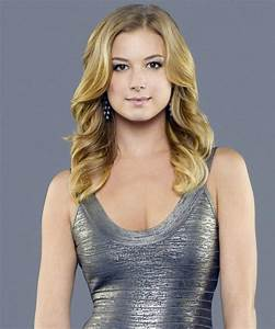 How to Get Emily Thorne's Signature Hairstyle | InStyle.com