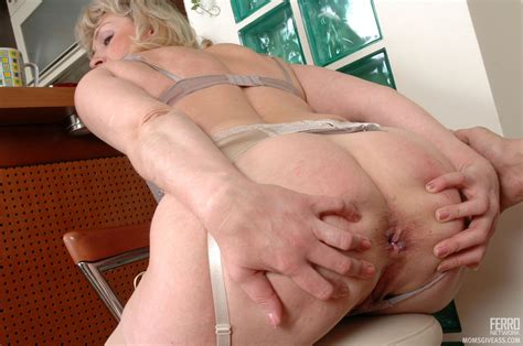 momsgiveass emiliaandnicholas mature having anal sex