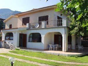 Haus Sardinien Kaufen : sardinien villa ferienhaus am meer villa iris cala gonone ~ Frokenaadalensverden.com Haus und Dekorationen