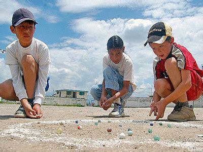 Dentro de las fiestas de quito actividades se mantienen vivos los juegos tradicionales, como lo es la cajita de juegos, dicha actividad dada durante la fundación española. Los juegos tradicionales retornan a Quito - Ministerio de Turismo