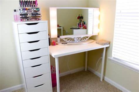 Tool Box Dresser Black by 5 Măsuțe De Toaletă Pentru Un Colțișor Numai Al Tău Mujo