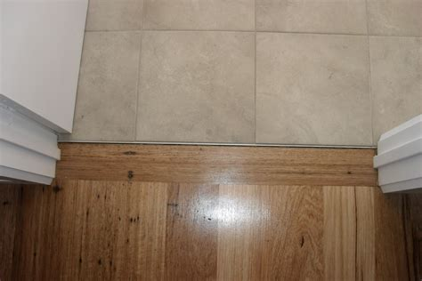 how to end laminate flooring at doorways door transition nahfloors com wp content upl 010106 jpg