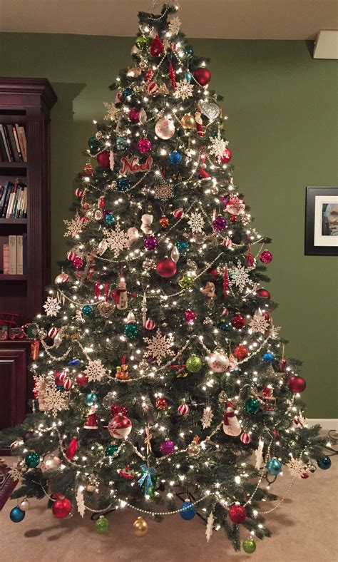 steps   perfectly decorated christmas tree