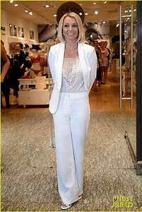Britney Spears Debuts New Short Hair at Lingerie ...