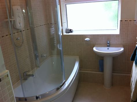 Agenda 1700mm X 800mm Shower Curved Bath With Full Pull