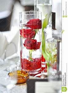Rosen Im Glas : luxushochzeitsdekoration mit roten rosen in einem glas stockfoto bild von anordnung geschenk ~ Eleganceandgraceweddings.com Haus und Dekorationen