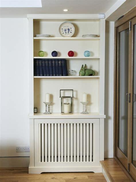 cache cuisine idée relooking cuisine cache radiateur design en panneaux de bois verticaux repeints en blanc