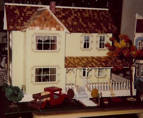 yellow farmhouse nanas dollhouses  miniatures