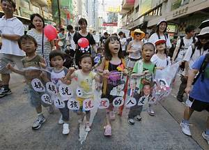 Hong Kong: Thousands protest over China's new school ...