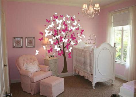 chambre dans un arbre avec les stickers pour chambre bébé vous allez créer une