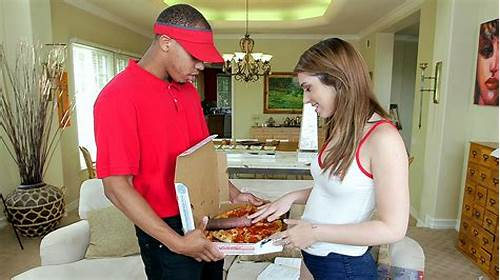 Size Pizza Delivery For Big Tiny Joseline Kelly #Joseline #Kelly #Slowly #Opened #The #Box #To #See #The #Biggest