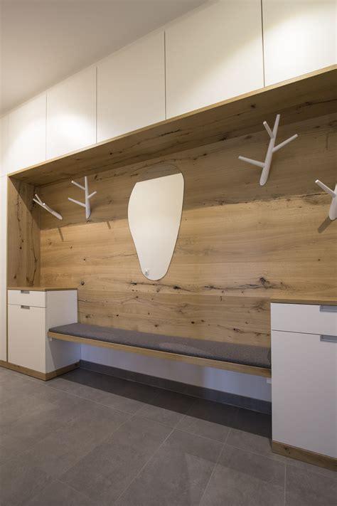 Garderobe Modern Mit Sitzbank by Garderobenverbau Mit Sehr Viel Stauraum Gefertigt In