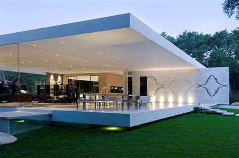 glass pavilion  ultramodern house  steve hermann