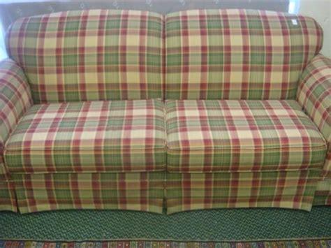 plaids für sofas 184 broyhill plaid upholstered sofa living area plaid sofa upholstered sofa sofa