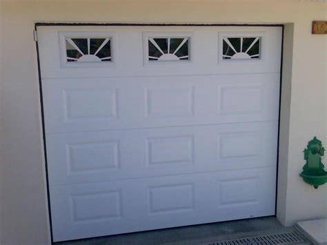 ouverture de porte 18 porte de garage sectionnelle blanche et hublots