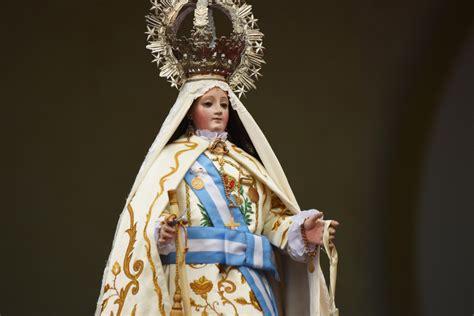 Tres rosas a la Virgen de la Merced