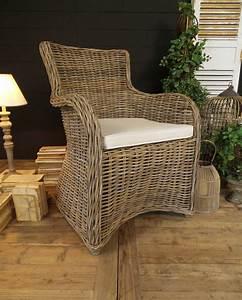 Poltrona In Rattan Con Seduta Alta E Cuscino In Cotone