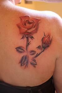 Rosen Tattoo Schulter : red bone tattoo gera rosen tattoos von tattoo ~ Frokenaadalensverden.com Haus und Dekorationen