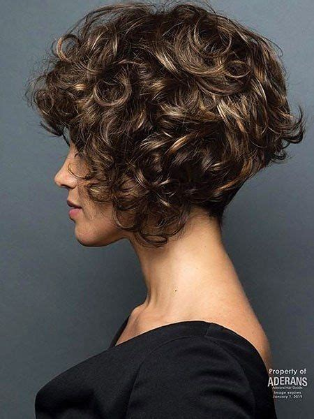 kurze bob frisuren fuer lockiges haar