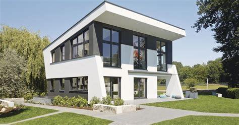 Moderne Zweigeschossige Häuser by Einfamilienhaus Skulpturale Architektur Im Urbanen Trend