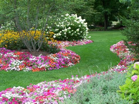 Seasonal Annual Beds   Traditional   Landscape   chicago