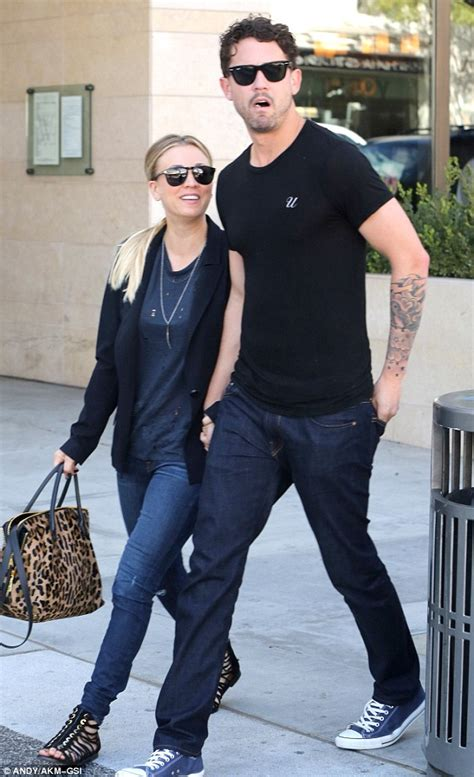 sudden hair loss in 39 i am not pregnant 39 kaley cuoco denies she 39 s expecting after quickie engagement to ryan