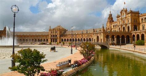 louer chambre de bonne tombez sous le charme de la plaza de españa à séville