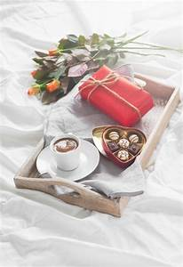 Tablett Mit Foto : tablett mit einer tasse kaffee blumen und pralinen download der kostenlosen fotos ~ Orissabook.com Haus und Dekorationen