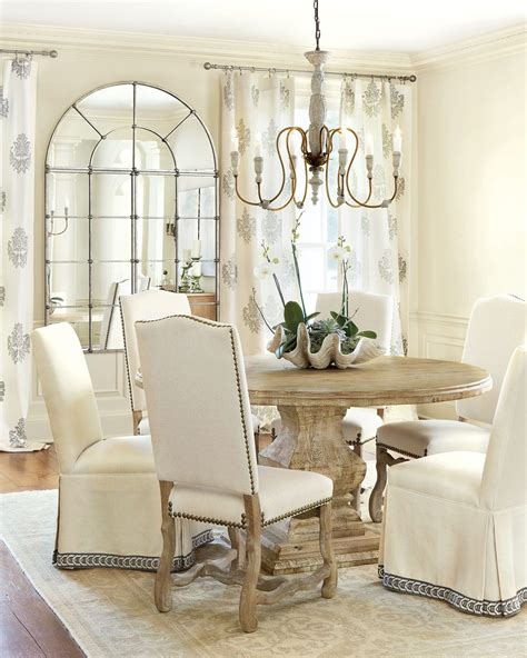 Dining Room Table Centerpiece Ideas by Centerpieces For Your Dining Room How To Decorate