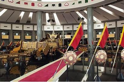 Brunei Darussalam Yang Wisata Tempat Regalia Menarik