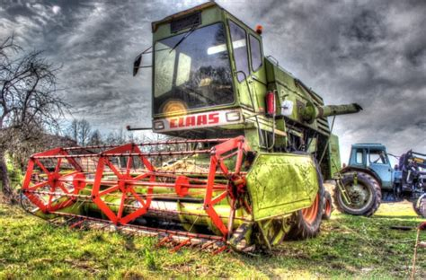 Class Wallpaper by Hdr Tractors Combine Harvesters Claas Hd Wallpapers