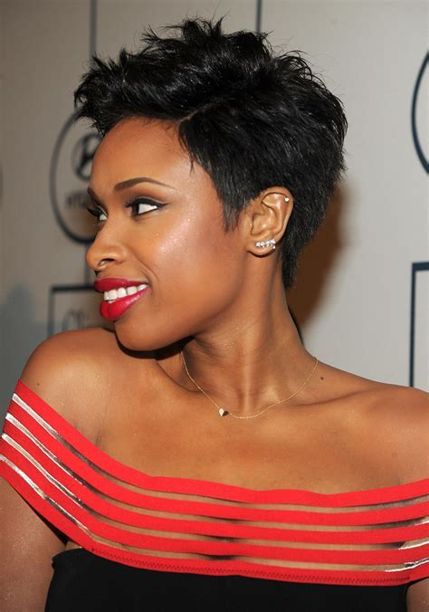 Jennifer Hudson showed off her sexy side.   Miley, Taylor