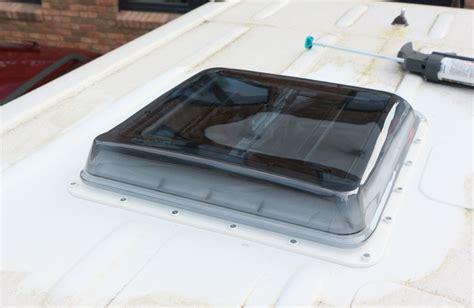 dachfenster selber einbauen wohnmobil dachluke dachfenster selber einbauen sprinter conversion