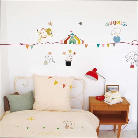 chambre cirque enchanteur stickers chambre bebe fille avec le cirque
