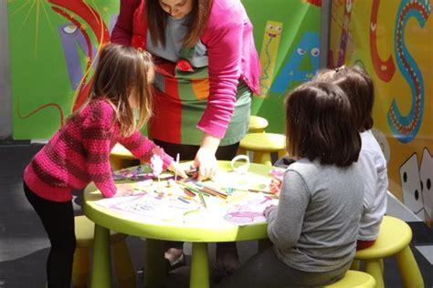Juegos individuales para parques infantiles. Juegos, ludoteca y talleres   Gatzara Espectáculos Andorra
