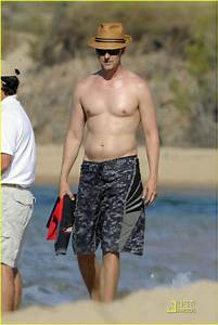 Full Sized Photo of edward norton shirtless beach bod with ...