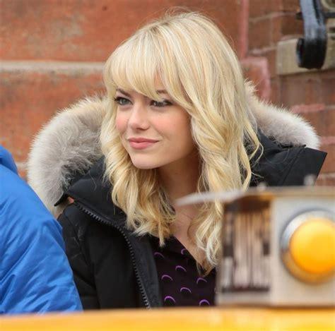 Emma Stone Medium Curls With Bangs Emma Stone Hair Looks