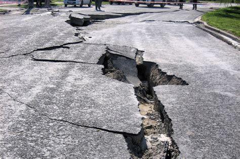 Spēcīgā zemestrīcē Ķīnā vairāk nekā simt bojāgājušo ...
