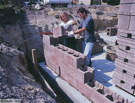 steine für hausbau ein bausatzhaus entsteht bauen