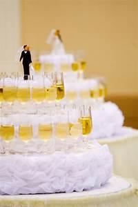 Luxurious, Wedding, Cake, With, Wine, Glasses, Stock, Photo