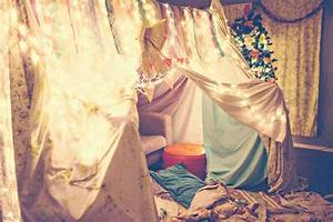 Indie Jane builds a lovely fort in her living room every ...