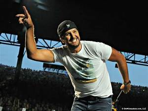 Luke Bryan rocked the Marcus with his bouncing, beer ...