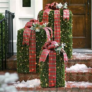 30 christmas decorating ideas to get your home ready for for Outdoor christmas decorating ideas