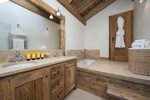 Salle de bain zen avec des couleurs decoratives for Salle de bain bois zen