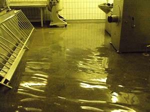 Keller Unter Wasser : der keller einer stillgelegten metzgerei stand mehrere zentimeter unter wasser freiwillige ~ Frokenaadalensverden.com Haus und Dekorationen