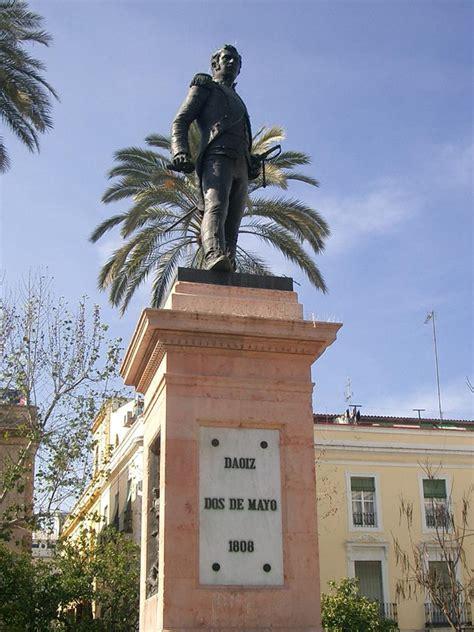 el monumento  luis daoiz patrimonio de sevilla