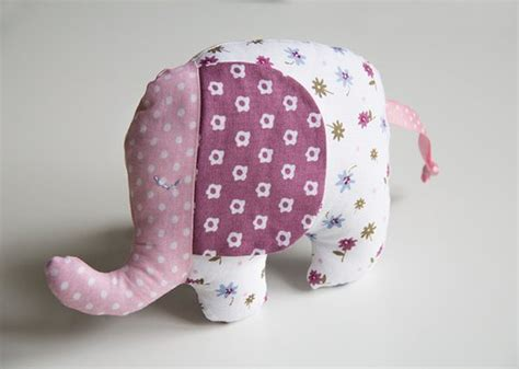 Kuschelelefant oder spieluhr mit wunschnamecvon der allgäuer kuscheltiermanufaktur freebook: Baby Goodies   PATTYDOO